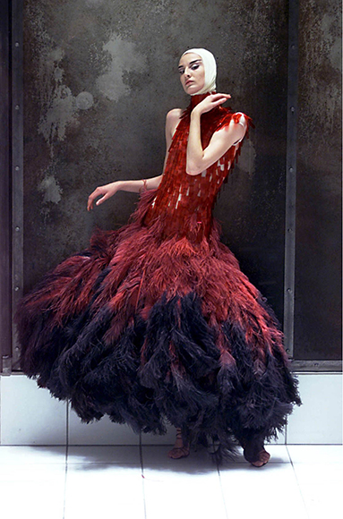 Dress of dyed ostrich feathers and hand-painted microscopic slides Alexander McQueen Voss, S/S 2001 Model: Erin O'Connor Image: REX